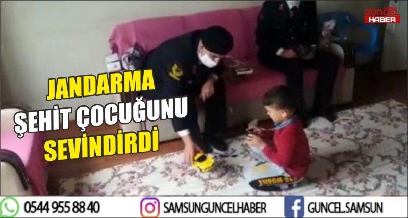 JANDARMA ŞEHİT ÇOCUĞUNU SEVİNDİRDİ