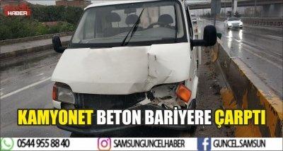 KAMYONET BETON BARİYERE ÇARPTI