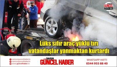 Lüks sıfır araç yüklü tırı vatandaşlar yanmaktan kurtardı